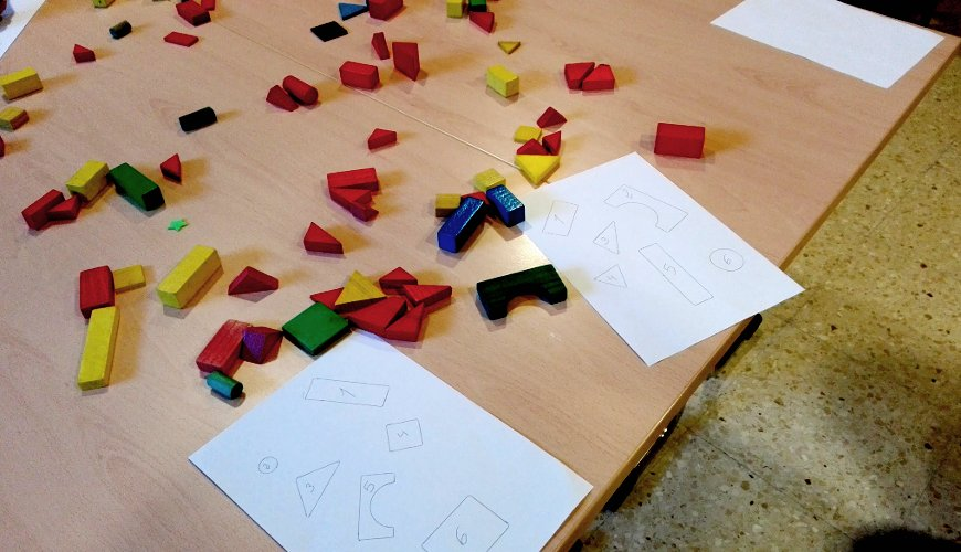 Mesa con puzles